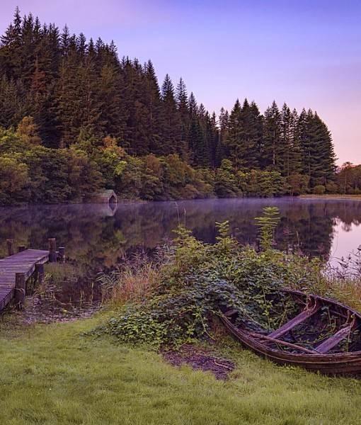 Фотообои Старая лодка на берегу (ID 15470)