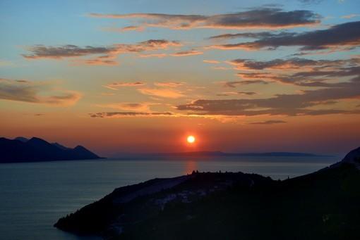 Фотообои Заходящее солнце на горизонте (ID 2645)