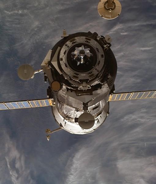 Фотообои Космический аппарат на орбите Земли (ID 5944)