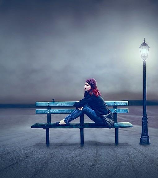 Фотообои Девушка на скамейке (ID 14282)