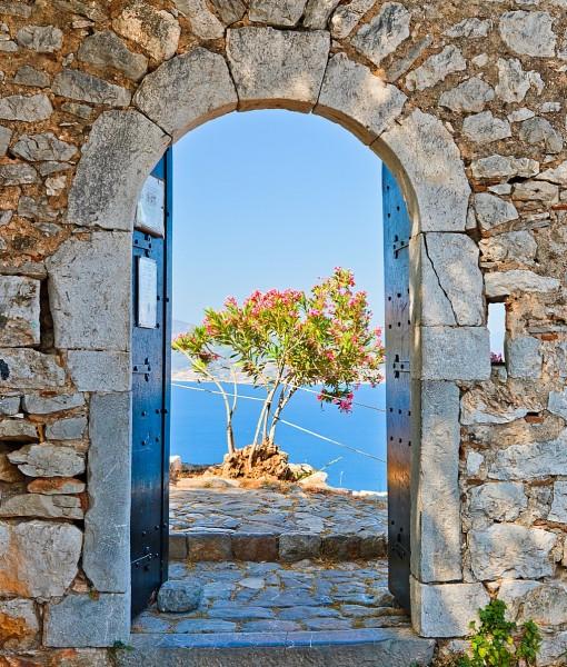 Фотообои Дверь в каменной стене (ID 14733)