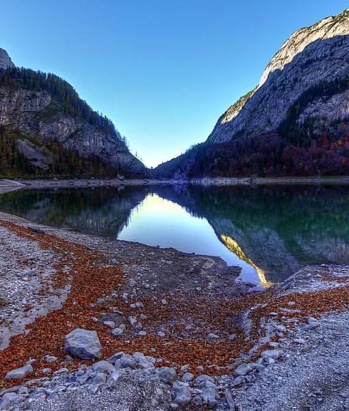 Фотообои Небольшое озеро в горах (ID 15441)