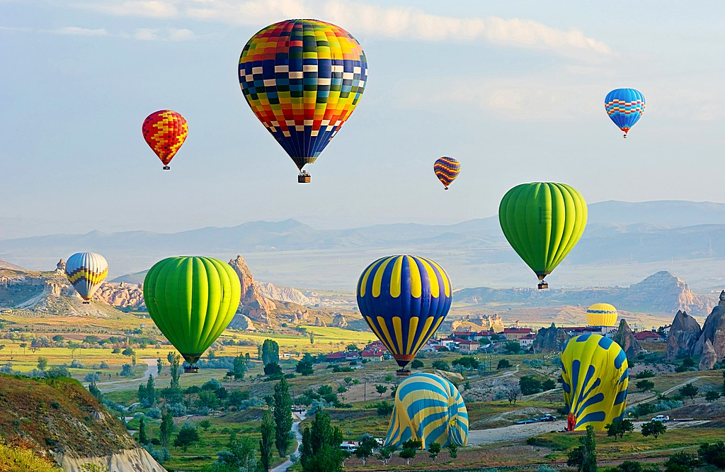 The great tourist attraction of Cappadocia - balloon flight. Tur